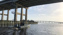 Gov. Rick Scott to declare state of emergency after touring Caloosahatchee River algae blooms