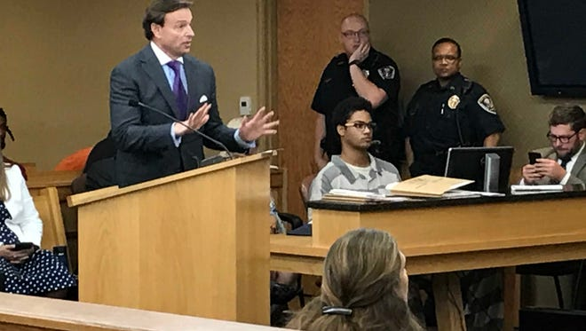 Defense attorney Gregory P. Isaacs argues on behalf of murder defendant Isaiah Styles, right, at a preliminary hearing in Knox County Felony Court on Wednesday, July 11, 2018.