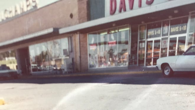 Davis 5 & 10 was next to the old Delchamps on Barrancas