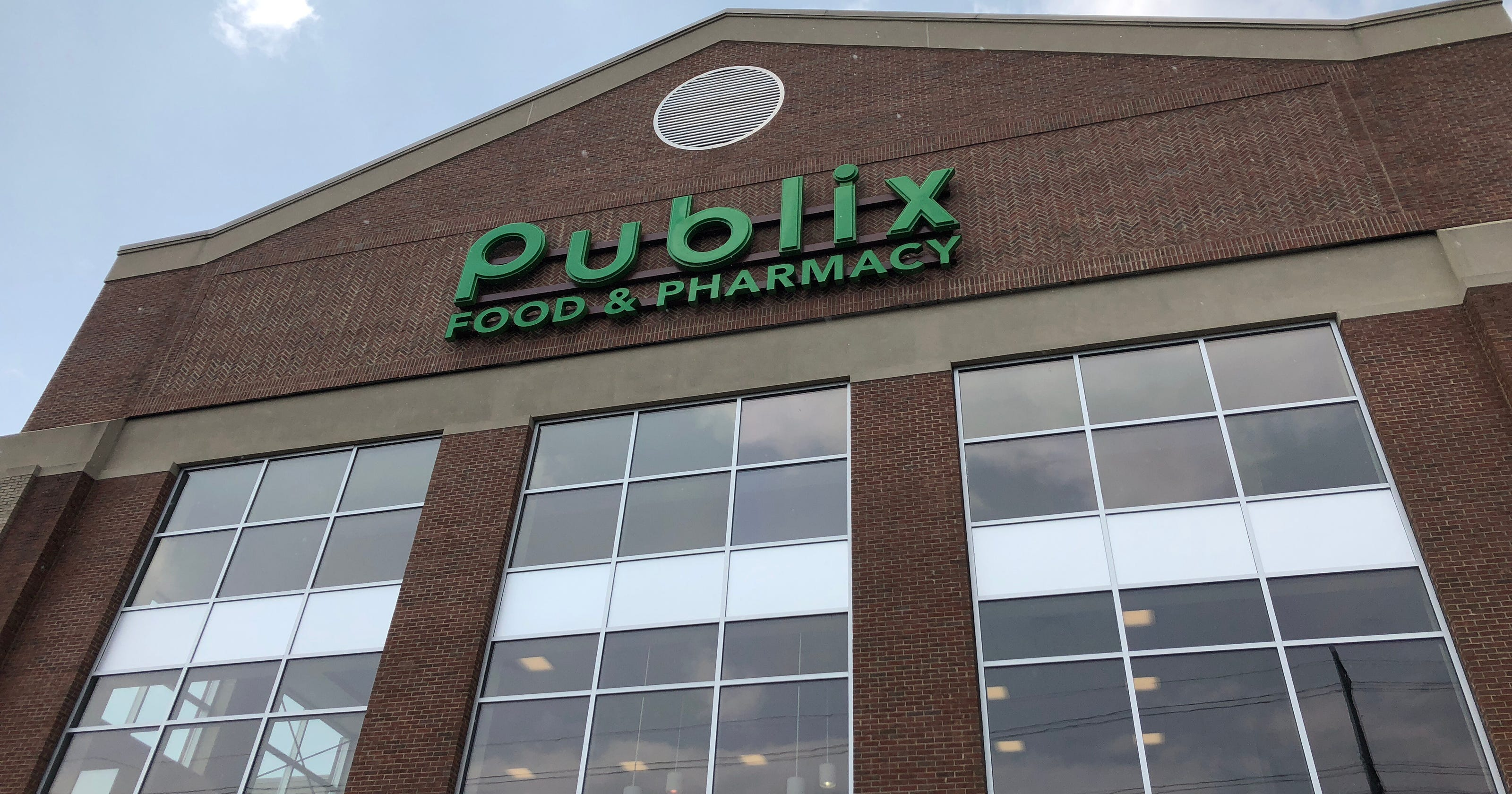 Publix: Only service animals allowed in stores, and not in carts