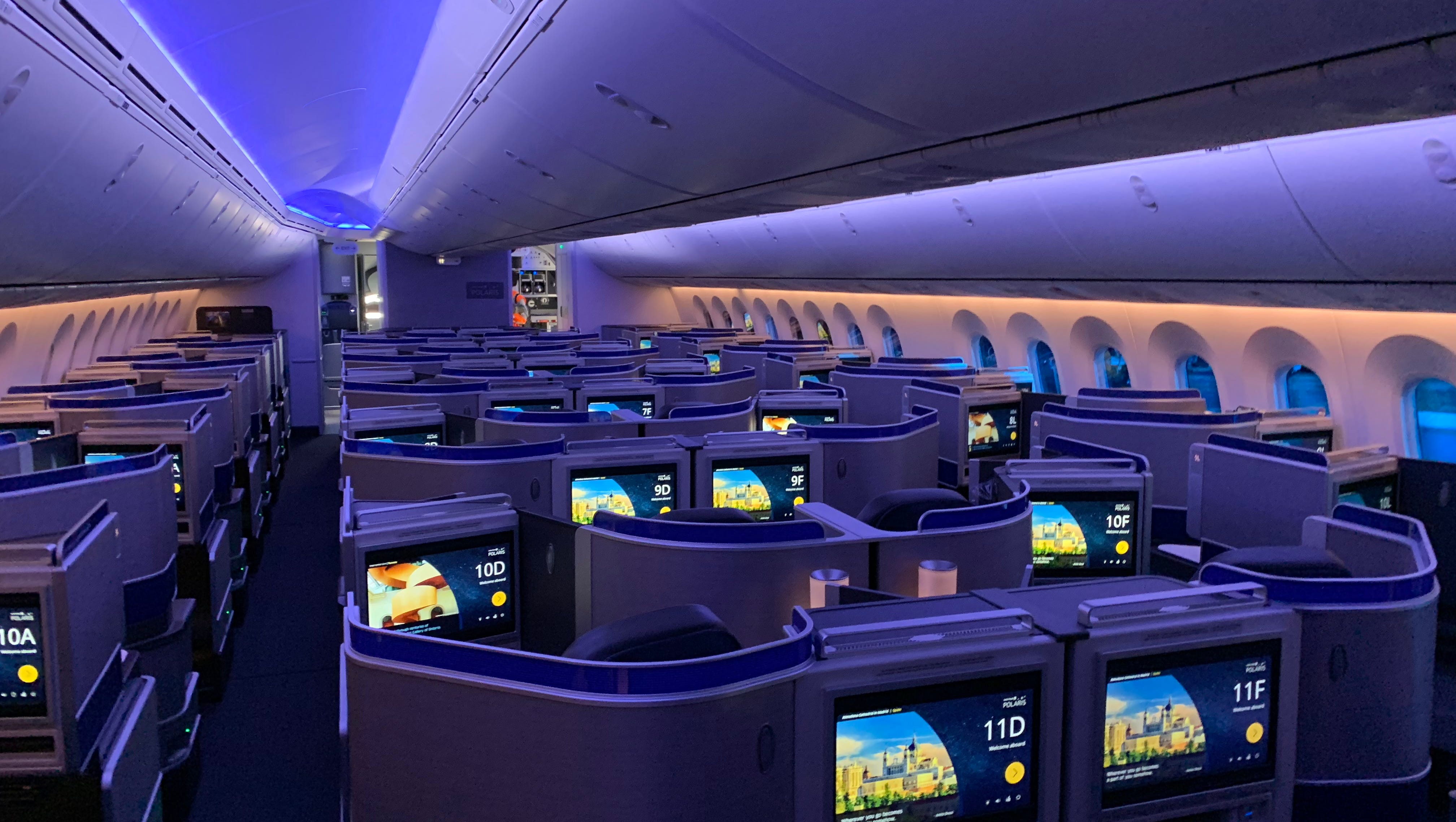 First look: United Airlines shows off its first Boeing 787 ...