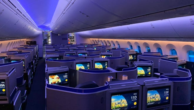First Look United Airlines Shows Off Its First Boeing 787 10 Dreamliner
