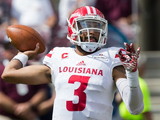 Jordan Davis (3) threw for 197 yards and two touchdowns