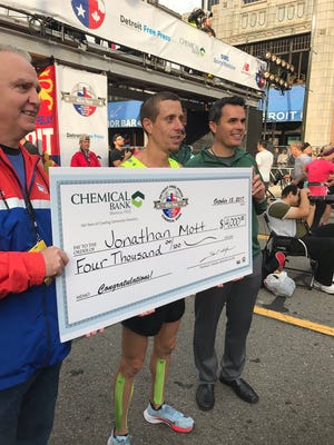 Florida's Jonathan Mott, center, won the men's race in the 40th Detroit Free Press/Chemical Bank Marathon on Oct. 15, 2017, in Detroit.