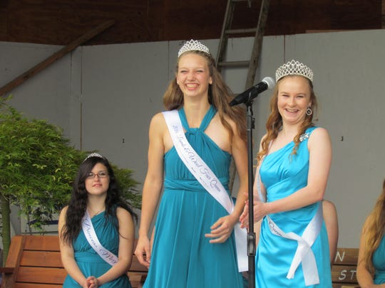 Queen Raven (Willard) and 2015 Queen Danielle Hamlin at the coronation ceremony kicking off the Linn County Lamb & Wool Fair in Scio