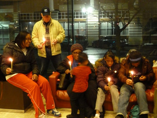 A candlelight service in memory of Dr. Martin Luther King, Jr. will be held at Marion City Hall following a march in observance of Martin Luther King Jr. Day on Monday.