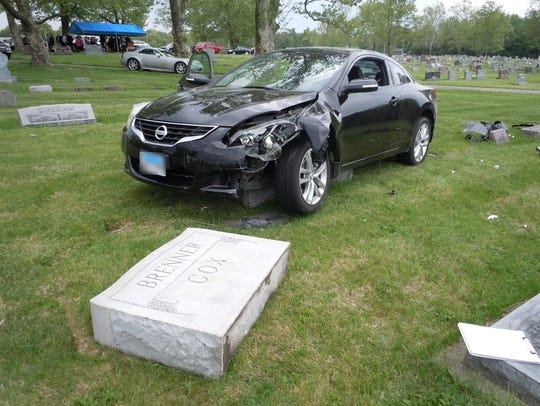 Suspect Darian Richardson's car was stuck on a gravestone