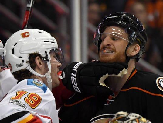 USP NHL: CALGARY FLAMES AT ANAHEIM DUCKS S HKN ANA CGY USA CA