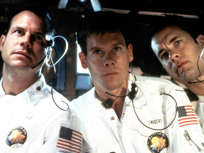 NASA races to save the crew of the Apollo 13 (played