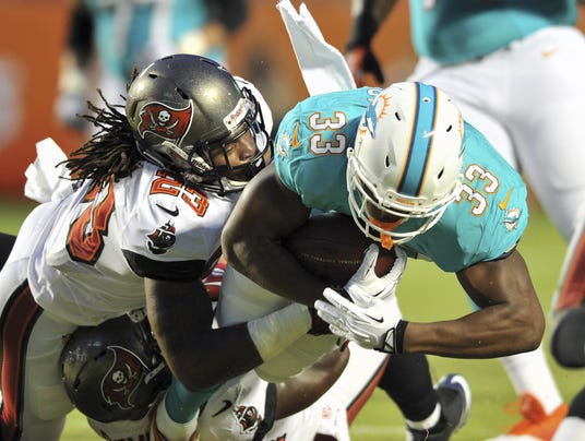 2013-11-07-bucs-dolphins