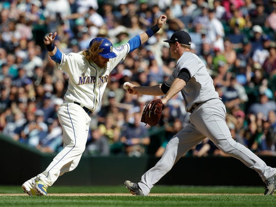 Seattle Mariners' Taylor Motter, left, is tagged out