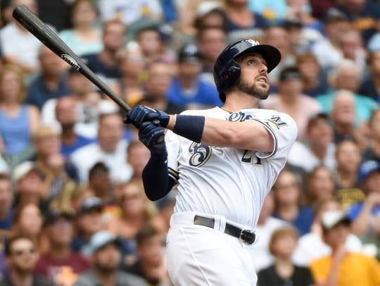 Brewers third baseman Travis Shaw hits a grand slam