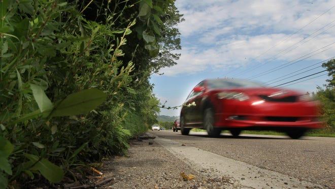 Traffic rolls south on Dixie Highway between Covington and Park Hills along a 500-foot section of the road that has no sidewalk.