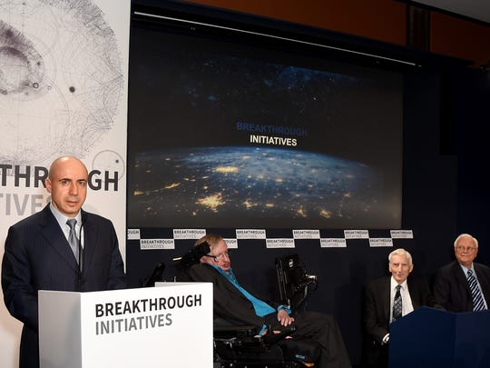 Left to right: Yuri Milner, Stephen Hawking, Martin
