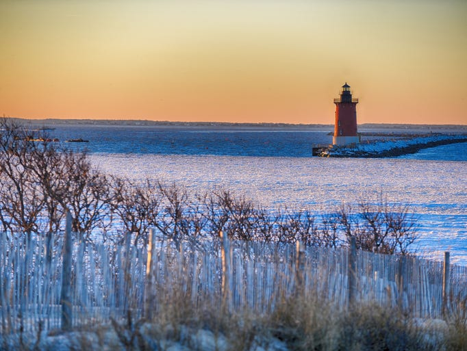 Frozen waters of the Delaware Bay lead to the Delaware