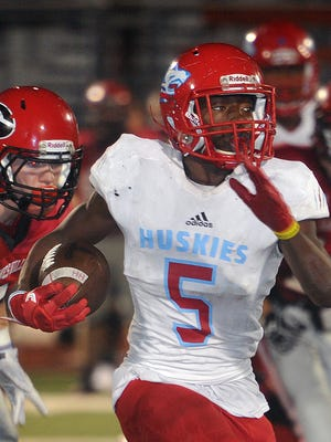 Hirschi runningback Daimarqua Foster (5) Breaks into open field during a run against Gainesville Friday niht in Gainesville. The Huskies defeated the Leopards, 36-35.