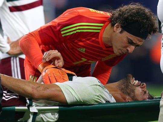 El Tri perdió al defensa Néstor Araujo por lesión, misma que lo podría dejar fuera de la Copa del Mundo.