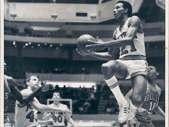 Detroit Pistons' Dave Bing goes up for the layup in a game against the Chicago Bulls.