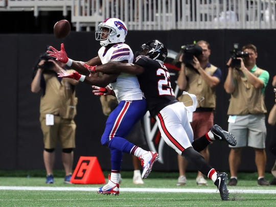 Buffalo Bills tight end Charles Clay (85) makes a catch against Atlanta Falcons strong safety Keanu Neal (22) in the second quarter at Mercedes-Benz Stadium.