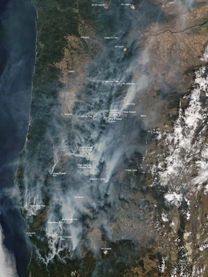 This map shows satellite view of Oregon's wildfires.