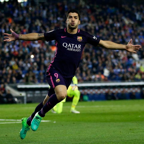 Barcelona, Real Madrid win as Spanish title race nears climax