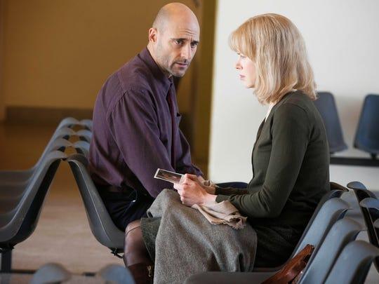 Christine (Nicole Kidman) talks to her doctor (Mark