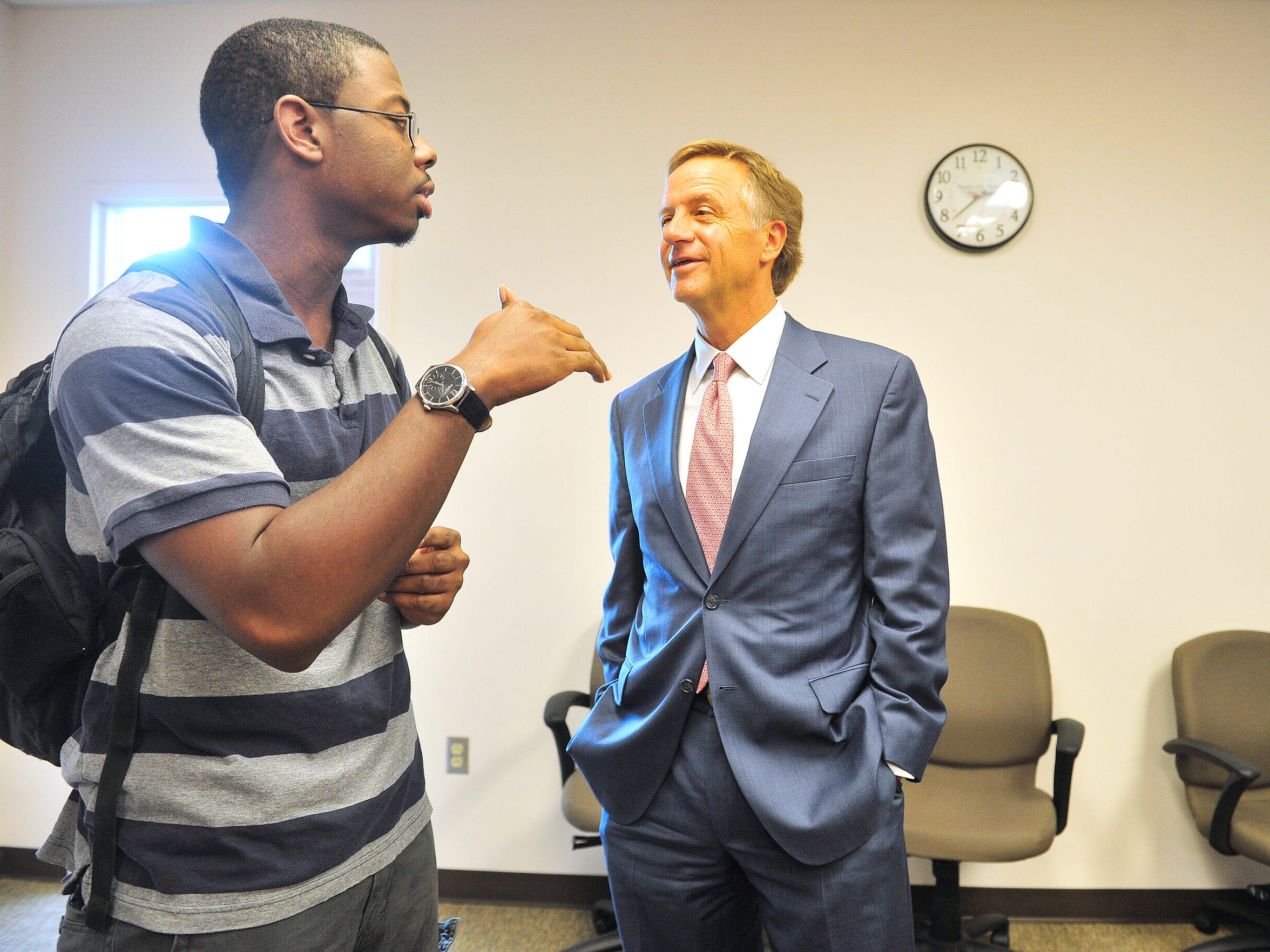 Gov. Bill Haslam talks with Tennessee Promise student
