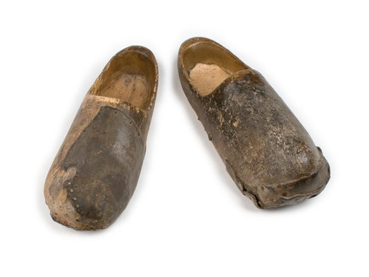635954657939297938-A191-Home-guard-wooden-shoes.jpg
