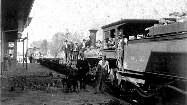 O'Gee construction train arrives in Opelousas in February 1907.