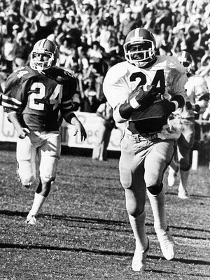 Wingate Downs/StaffGeorgia's Lindsay Scott runs for a 93-yard touchdown after a pass from quarterback Buck Belue to beat Florida 26-21 in 1980.