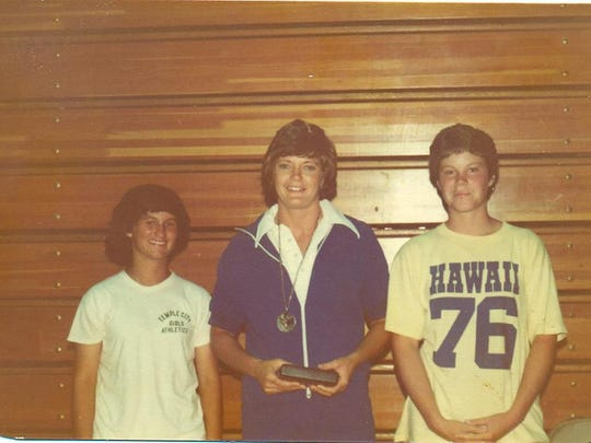 From left, The Desert Sun's Denise Goolsby, coach Pat Summitt and Temple City High School athlete Sara Swee at Billie Moore's basketball camp at Pepperdine University in 1976.