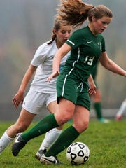 Rice's Margot Rathke (19) runs with the ball past MMU's