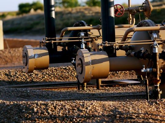 FTCBrd_08-05-2014_Coloradoan_1_A001~~2014~08~04~IMG_-FTC0808-gg_fracking_1_1.jpg