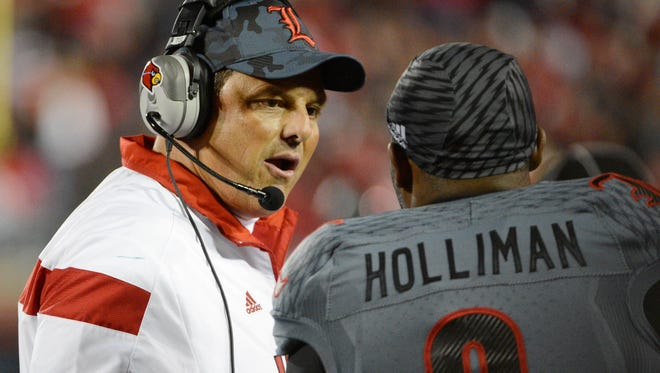 Louisville Cardinals defensive coordinator Todd Grantham turned down a position with the Oakland Raiders.