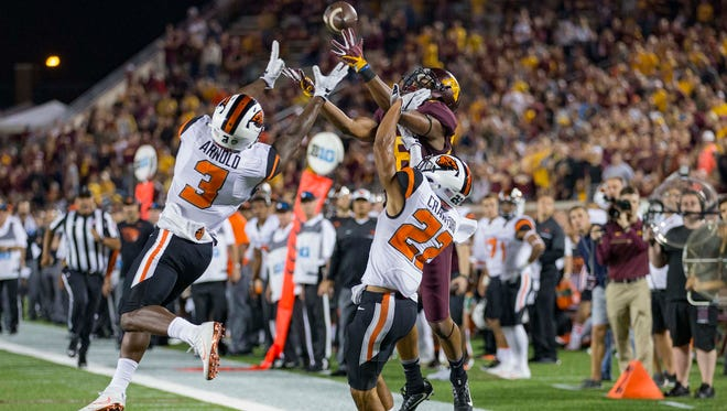 Sep 1, 2016; Minneapolis, MN, USA; Minnesota wide receiver Rashad Still (88) attempts to catch a pass as Oregon State safety Brandon Arnold (3) and cornerback Xavier Crawford (22) play defense in the second half at TCF Bank Stadium. The Gophers won 30-23.