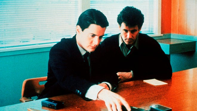 (L-R) Kyle MacLachlan and Michael Ontkean in a scene from Twin Peaks.