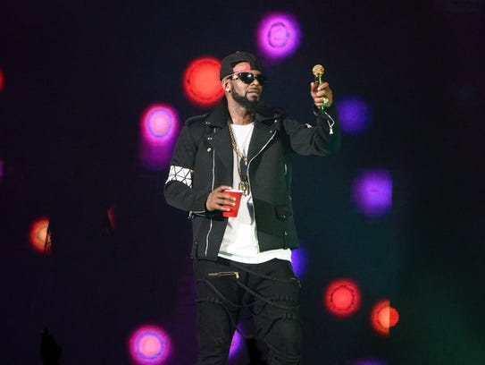 R. Kelly performs during The Buffet Tour at Allstate