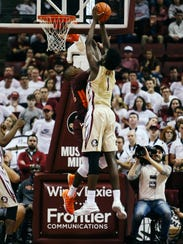 Jonathan Isaac (1) grabs a rebound during Florida State's