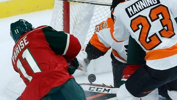 Read scores go-ahead goal in 2nd, Flyers beat Wild 3-1