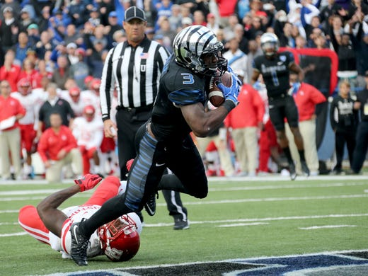 Memphis wide receiver Anthony Miller (3) dives into