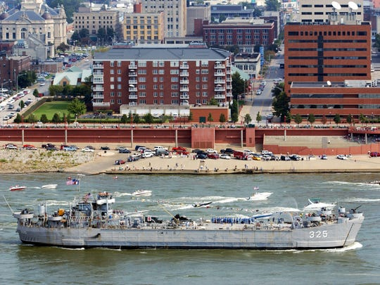 BOB GWALTNEY / Courier & Press Archives 