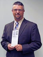 Michael Baker, director of risk control, acceptstheSilver Horizon Interactive Award for eLearning experience on behalf ofVFIS.