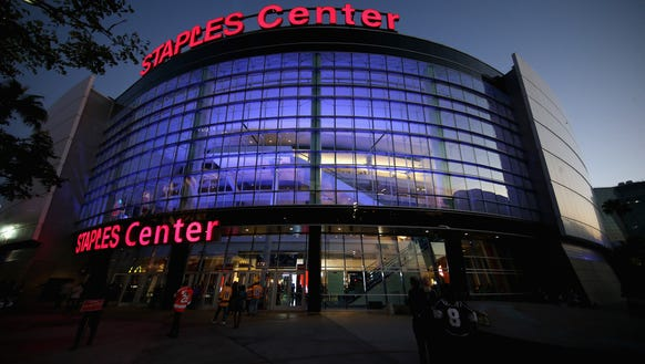 The Flyers help open the Staples Center for hockey