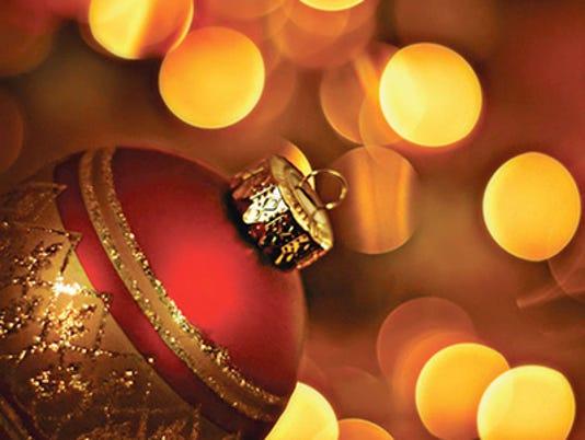 635555542719741130-Christmas-ornament