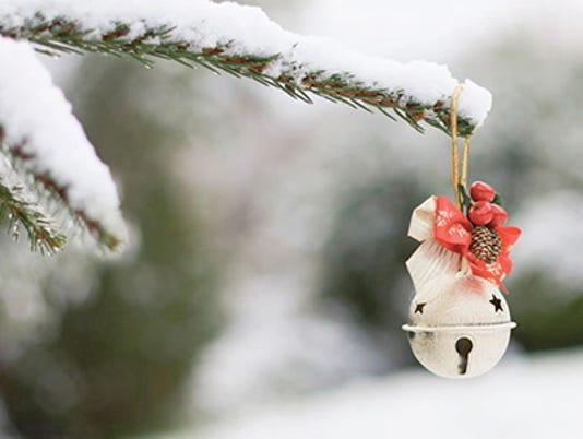 635555684905207926-Christmas-outside