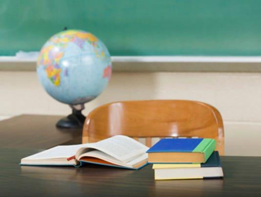 635506044407361493-School-desk