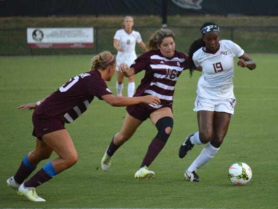 Cheyna Williams fends off an Aggie defender in FSU's
