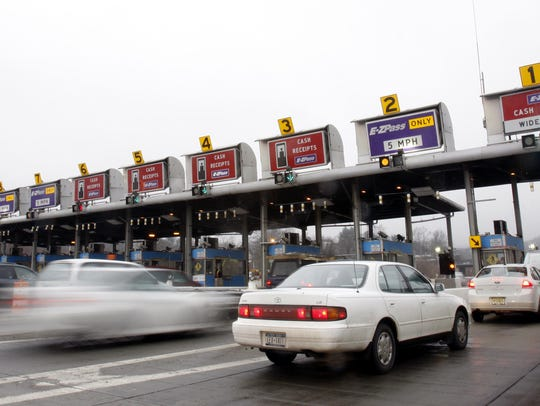 Traffic enters the Tappan Zee Bridge toll plaza in