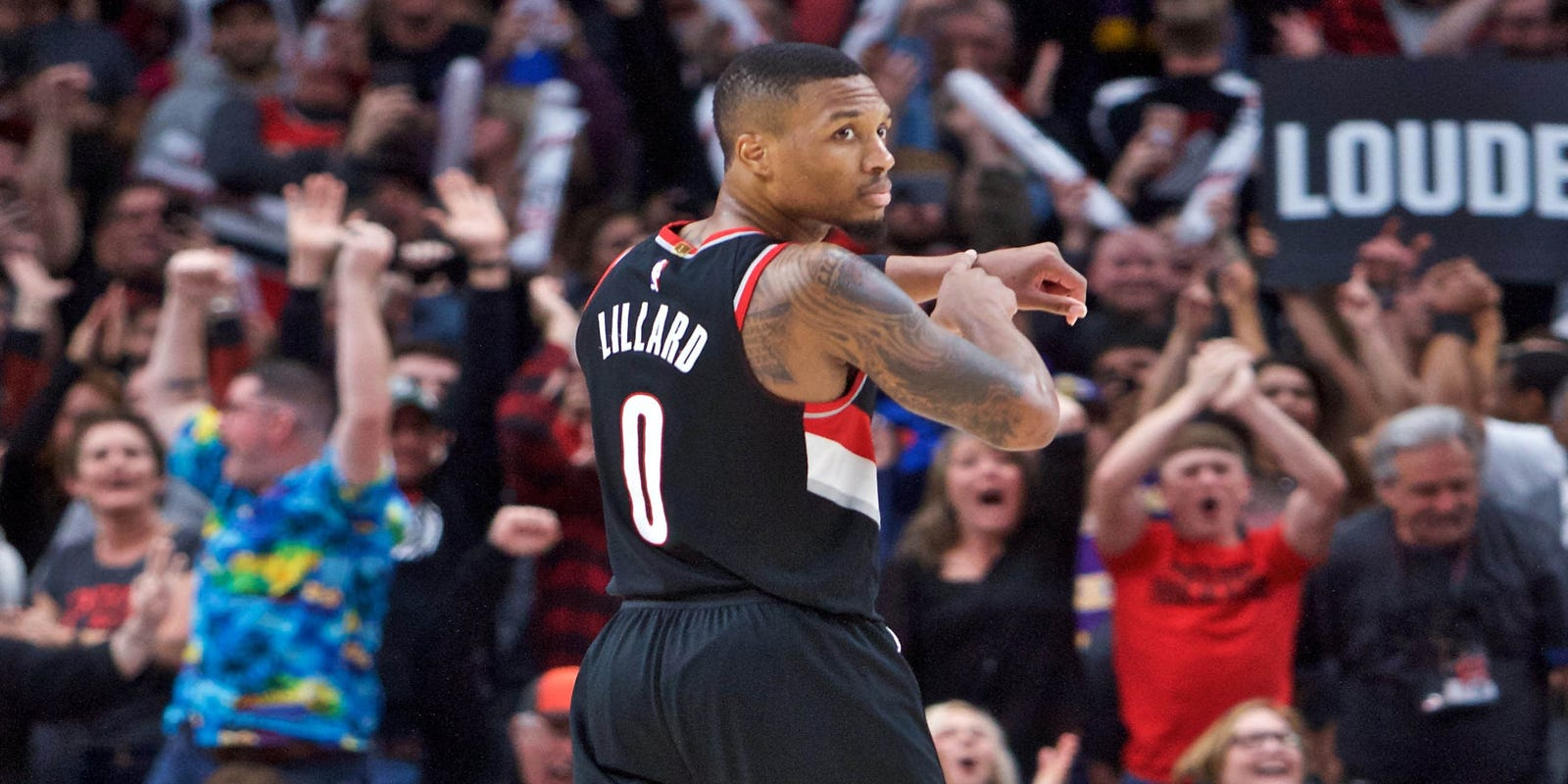a370ef0b607 Damian Lillard's late 3 lifts Blazers over Lakers again