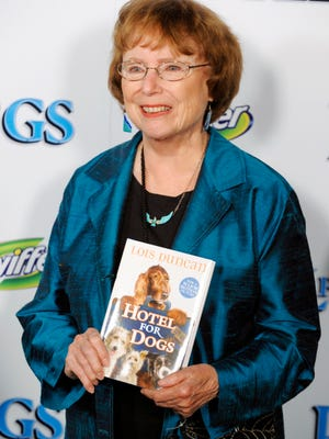 "In this Jan. 15, 2009 photo, author Lois Duncan arrives at the premiere of the film, ""Hotel for Dogs,""  in Los Angeles. Duncan best known for suspense novels for young adult readers as well as children's books, died at her Florida home. She was 82.  Her thriller ""I Know What You Did Last Summer"" and kids adventure ""Hotel for Dogs"" were turned into movies."